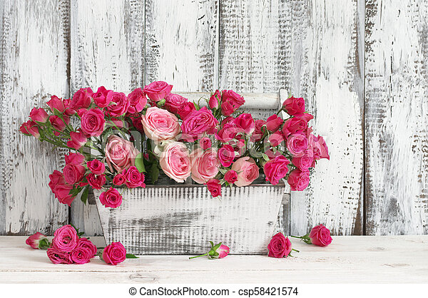 Bouquet of pink roses in box