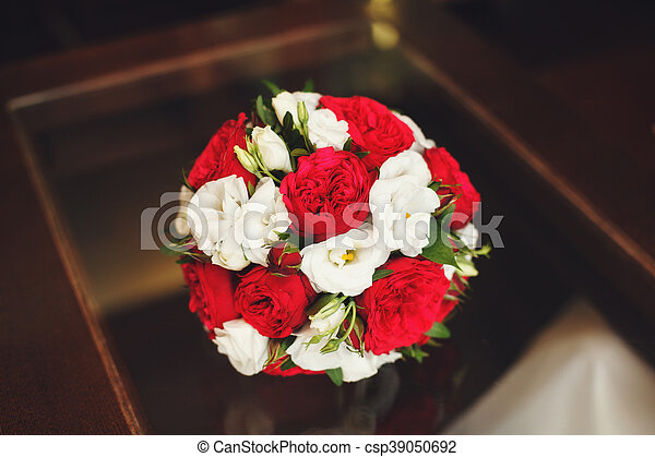 Bouquet Roses Mariage Table Blanc Rouge