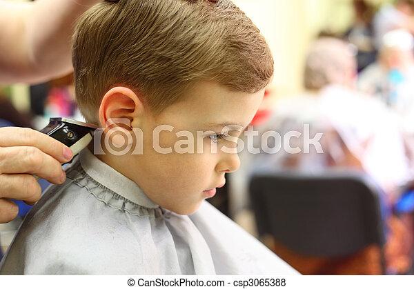 Boy cut in hairdresser\'s machine - csp3065388