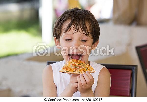 boy eating pizza - csp20162018