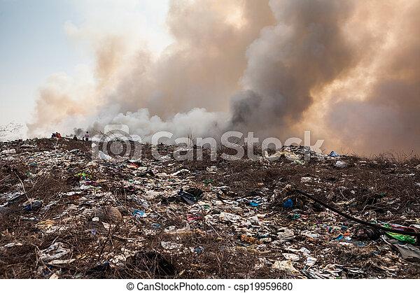 brûlé, déchets, tas, fumée - csp19959680
