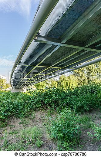 Unter der Wanderbrücke 2 - csp70700786