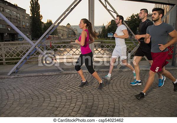 brücke, personengruppe, junger, jogging, über - csp54023462