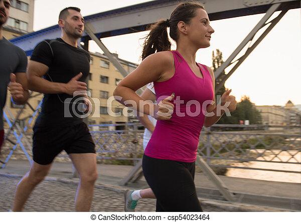 brücke, personengruppe, junger, jogging, über - csp54023464