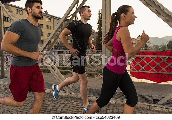brücke, personengruppe, junger, jogging, über - csp54023469