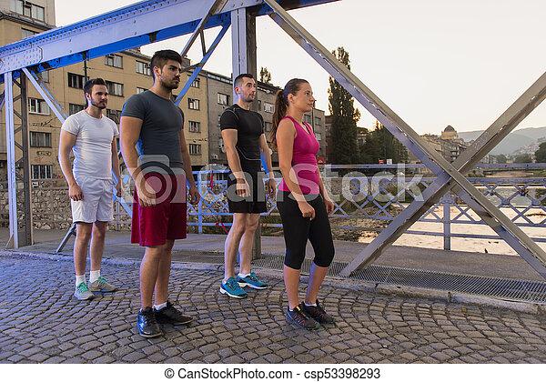 brücke, personengruppe, junger, jogging, über - csp53398293