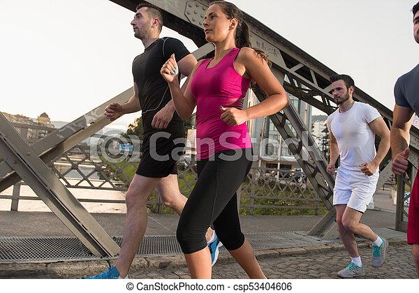 brücke, personengruppe, junger, jogging, über - csp53404606
