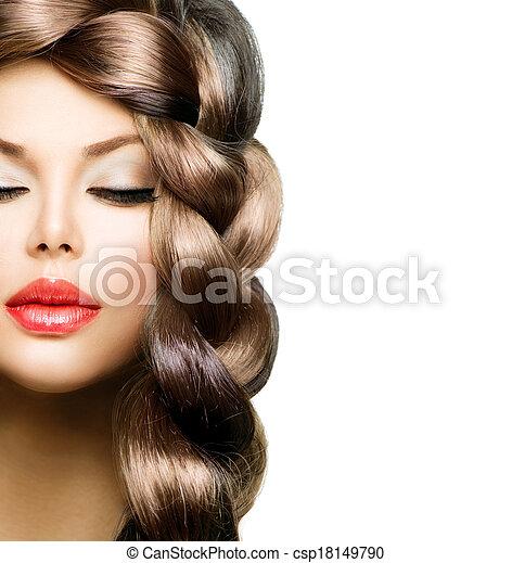 Trenza para el pelo. Hermosa mujer modelo con el pelo largo y saludable - csp18149790