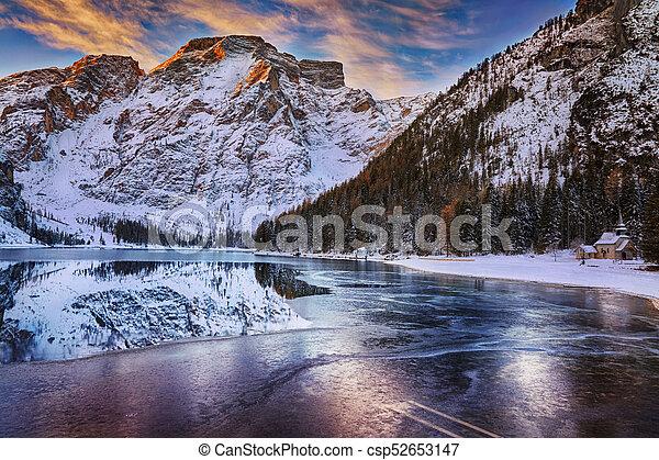 braies, itália, inverno, di, sobre, dolomites, lago, amanhecer - csp52653147