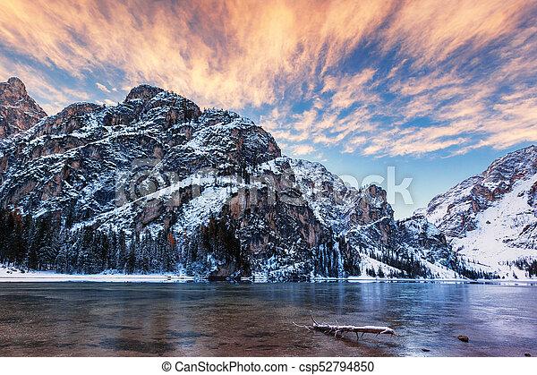 braies, itália, inverno, di, sobre, dolomites, lago, amanhecer - csp52794850