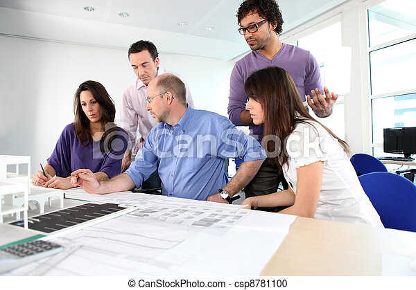 brainstorming, architekci - csp8781100
