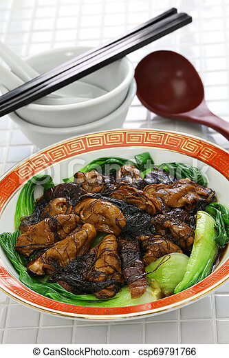 braised dried oysters with black moss (ho see fat choy ) - csp69791766