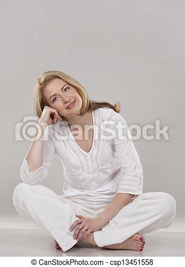 branca, mulher - csp13451558