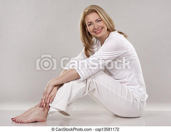 branca, mulher - csp13581172
