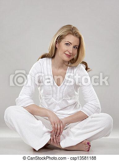 branca, mulher - csp13581188