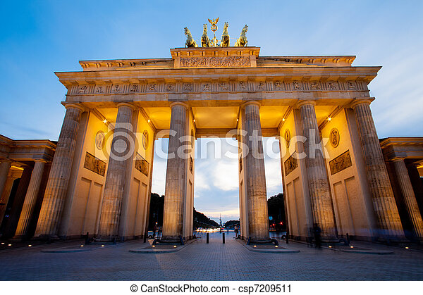 Brandenburg Gate (Brandenburger Tor) in Berlin night shot - csp7209511