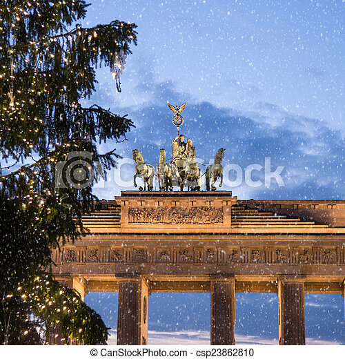 brandenburger tor baum schnee weihnachten tor baum. Black Bedroom Furniture Sets. Home Design Ideas