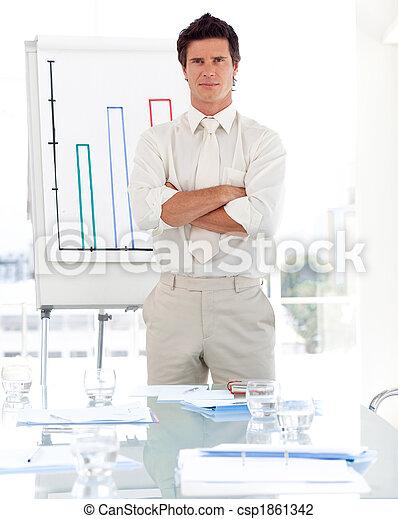 Hombre de negocios con brazos cruzados - csp1861342