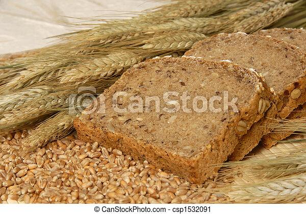 Bread slices and natural cereals / Brotscheiben dekoriert mit Ge - csp1532091