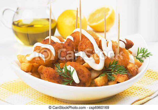 Breaded shrimps with french fries - csp6960169