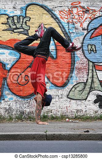 breakdance, verticaal - csp13285800