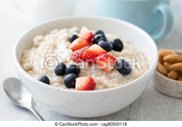 Breakfast oatmeal porridge with strawberry, blueberry - csp80500118