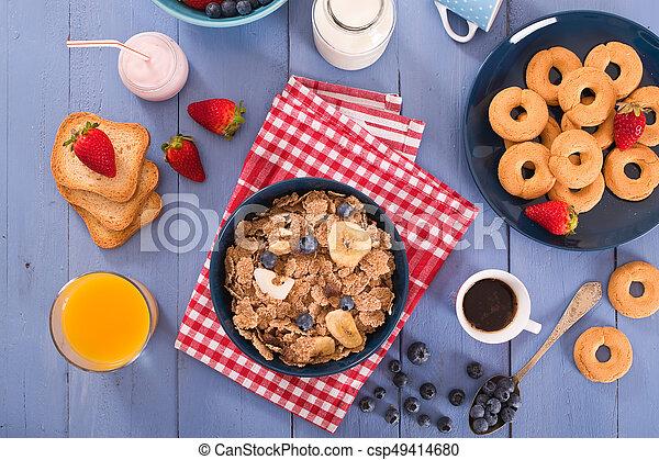 Breakfast with wholegrain cereals. - csp49414680