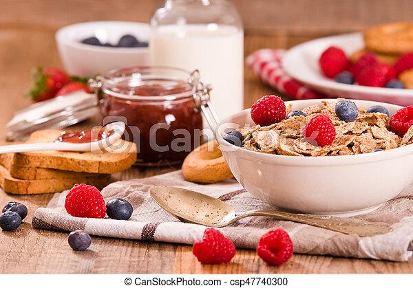 Breakfast with wholegrain cereals. - csp47740300