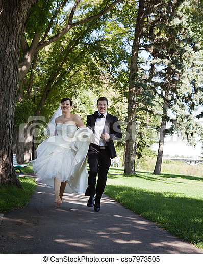 Excellent Bride And Groom Running Download Free Architecture Designs Scobabritishbridgeorg