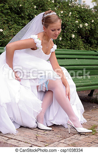 Bride in white wedding dress - csp1038334