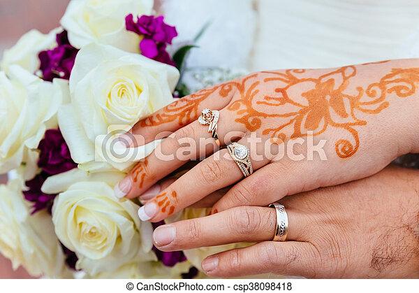 dc9238b66f3cb Bride's hand with henna tattoo and jewellery, wedding. Bride' ...