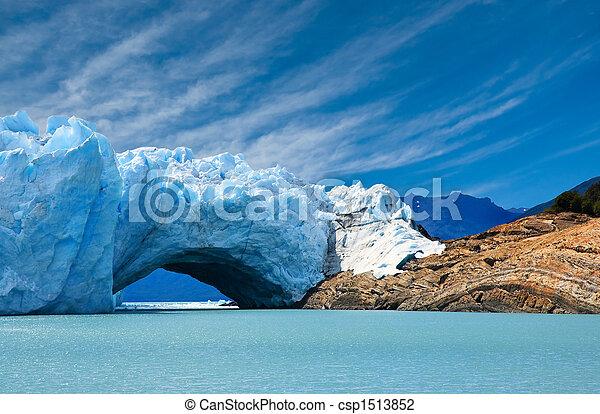 Bridge of ice in Perito Moreno glacier. - csp1513852