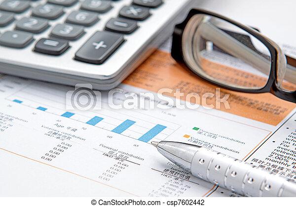 brille, taschenrechner, tabelle, bestand - csp7602442
