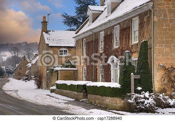 Broadway en la nieve, Cotswolds - csp17288940