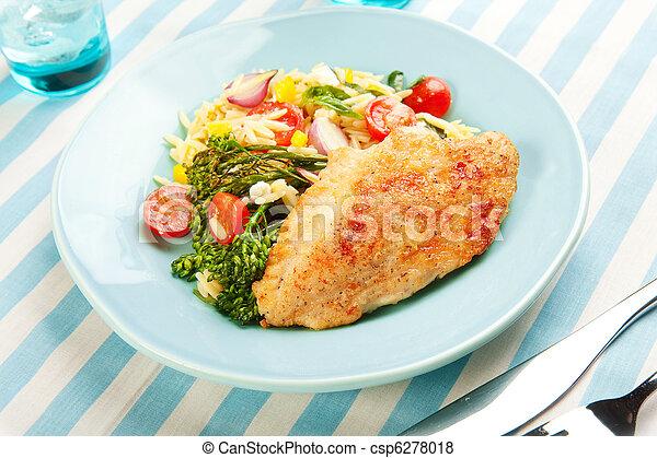 Pollo con ensalada de pasta y broccolini - csp6278018