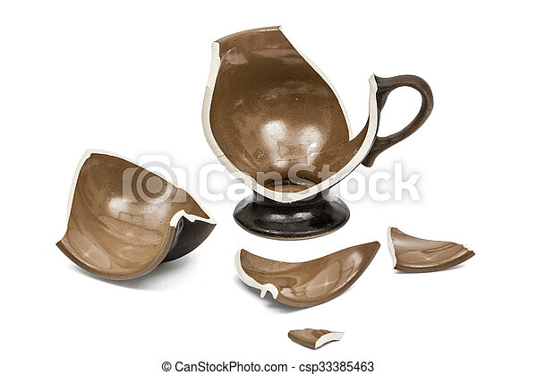 Broken coffee cup, isolated on white background, - csp33385463
