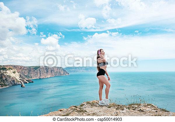 bronzé, portrait, amusement, plage, extérieur, avoir, temps, ensoleillé, mer, vacances, jeune, été, sensuelles, sexy, tropique, sport, temps, femme, poser - csp50014903