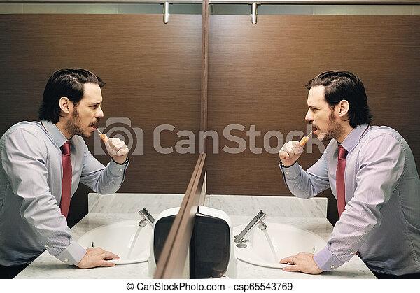 brossage, salle bains, bureau, business, après, coupure, déjeuner, dents, homme - csp65543769