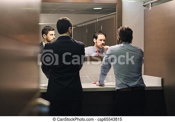 brossage, salle bains, bureau, business, après, coupure, déjeuner, dents, homme - csp65543815