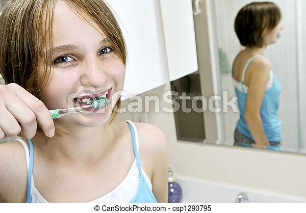 brossant dents - csp1290795