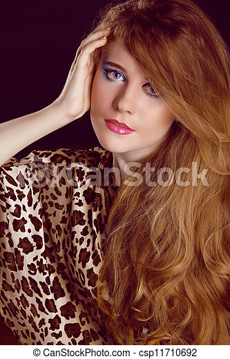 Brown Hair. Beautiful Woman with Healthy Long Hair - csp11710692