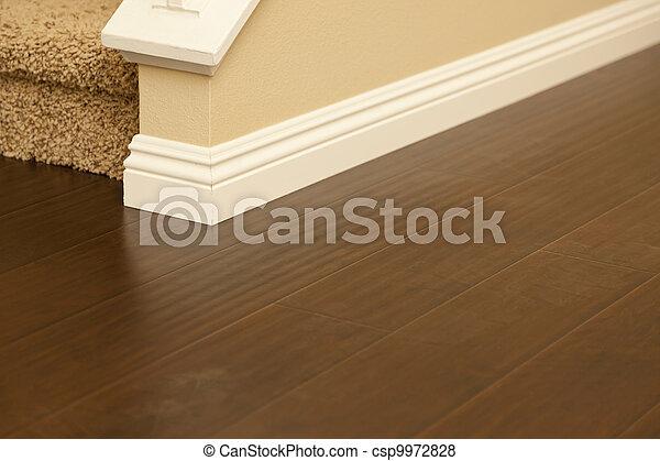 bruine , bevloering, laminaat, installed, baseboards, thuis, nieuw - csp9972828