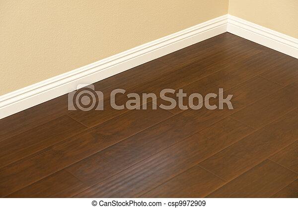 bruine , bevloering, laminaat, installed, baseboards, thuis, nieuw - csp9972909