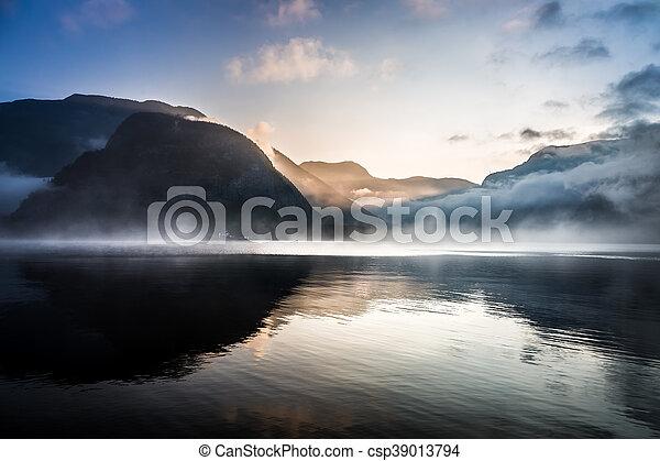 brumoso, encima, salida del sol, montañas - csp39013794