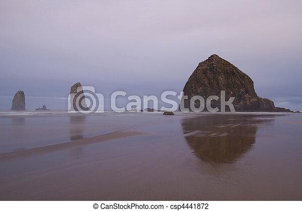 Mañana nublada en la playa de los cañones - csp4441872