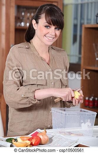 Brunette peeling potatoes - csp10500561