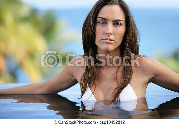 Brunette posing in swimming pool - csp10432812