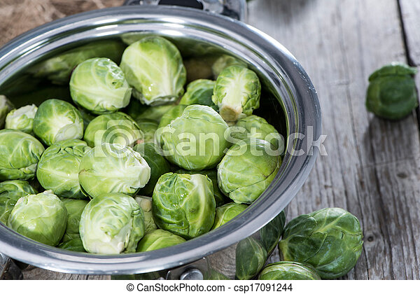 Brussel Sprouts in a pot - csp17091244