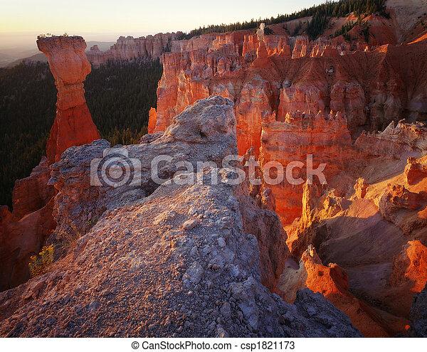 bryce, uralkodik, liget, nemzeti, utah, napkelte, kanyon - csp1821173