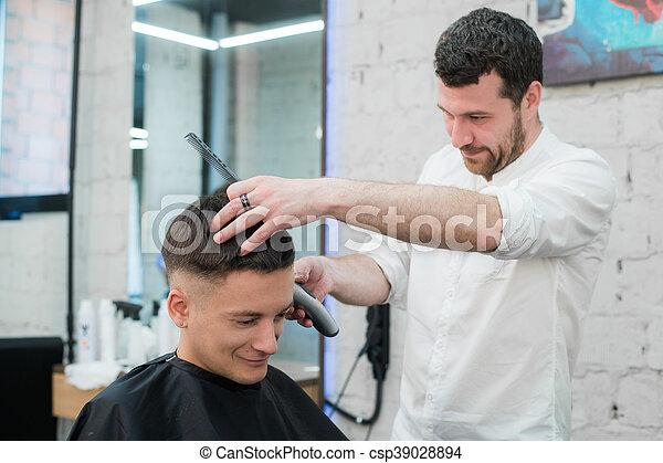 Brzytwa Elektryczny Fryzjer Młody Fryzura Do Góry Dostając